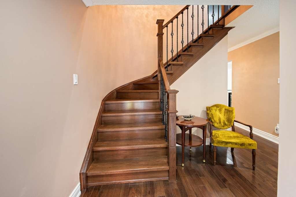 custom home Main-hall-steps
